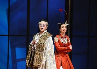 Photo: EINE NACHT IN VENEDIG / Wiener Volksoper. Inszenierung: Hinrich Horstkotte, Premiere 14.12.2013. Vinzent Schirrmacher, Mara Mastalier. Foto: Barbara Zeininger