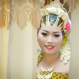 Java Wedding by Agus Mahmuda - Wedding Bride ( make up, bridal, wedding, woman, happy, beautiful, traditional, java, beauty, fun, bride, close up, portrait )