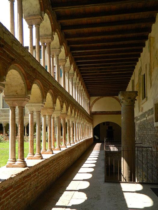 Verona,chiostro del Duomo di lucaldera