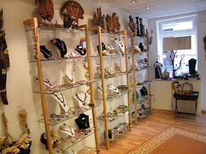 Photo: Die WOODandMORE Quadra Regale aus Kirschbaum im Laden *Unikat Schmuckstücke* in Ratingen www.unikat-schmuckstuecke.de