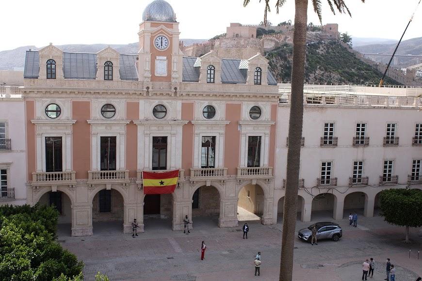 Fachada principal del Ayuntamiento de Almería en la miniserie BuZa.