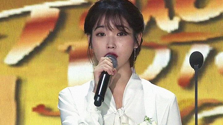 ☆BREAKING) Watch IU's Heartbreaking Speech About Jonghyun, At The