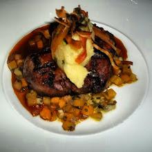 """Photo: Filet """"AAA"""" grillé, sauce au cognac accompagné d' un concassé de légumes racines"""