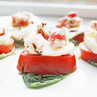 EASY HEALTHY CAPRESE BITES WITH PROSCIUTTO.