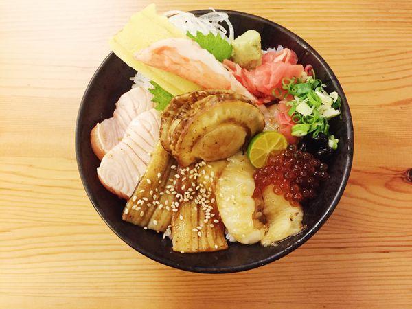 騰戶丼飯專賣。高雄鼓山區 巨蛋站周邊 料好實在日式丼飯