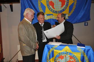 Photo: Reinhard Löwe und IPA-Landesvorsitzender Uwe Kokotek ehrten  Georg Lex für 25-jährige   Mitgliedschaft