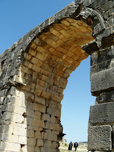 Photo: Volubilis - Arch of Caracalla ........... Boog van Caracalla