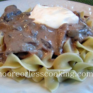 Slow Cooker Sour Cream Beef Stroganoff ( The Magical Slow Cooker Cookbook Review)