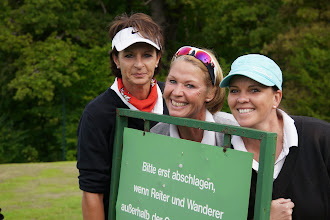 Photo: Nette und fröhliche Damen-Clique: Antje Bessey-Klingler, Anja Chini, Britta Hermann.