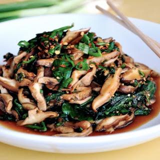 Sauteed Mushrooms & Spinach with Spicy Garlic Sauce