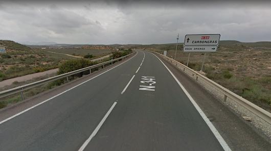 Evacuan en helicóptero a Torrecárdenas a un ciclista herido en Carboneras