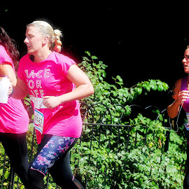 Pink  v  purple by Gordon Simpson - Sports & Fitness Running