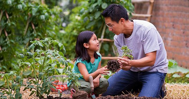 Cha mẹ bên bảo vệ con đúng cách: Dạy con gái ranh giới hành xử, dạy con trai tích cực vươn lên