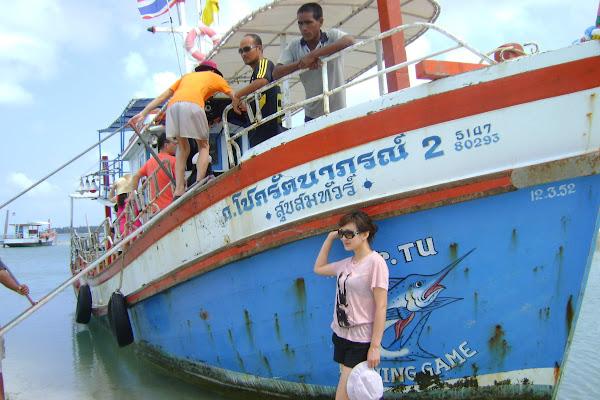Board the fishing vessel at Phu Yai Non Pier