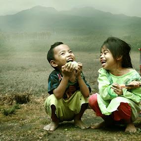 tertawa bersama by Tri Hendro Kusumo - Babies & Children Children Candids
