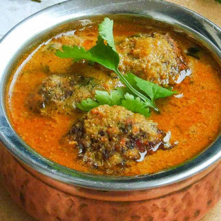 Kollu Vada Kurma Recipe (Horse Gram Fritters Spicy & Tangy Curry)
