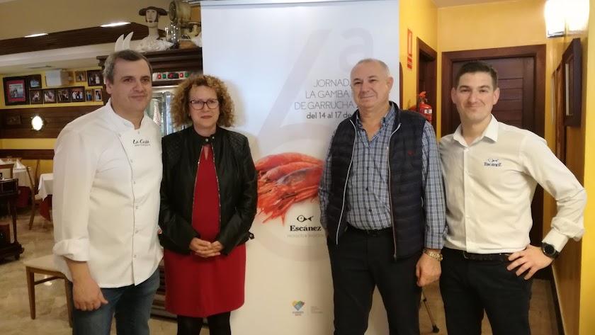 Los Escánez, padre e hijo, con Jose Álvarez y la alcaldesa