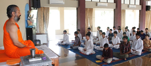 Photo: Pujya Swamiji taking class of Jap-dhyaan