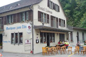 Photo: Vor dem Restaurant Löwen in Waldenburg