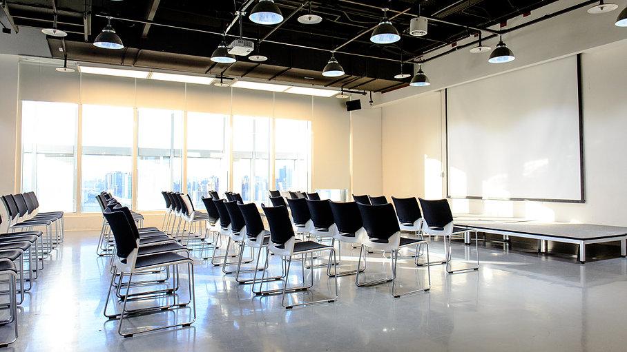 Event space 可容納百人,配有完善的燈光及音響設備,適合用於舉辦各類講座活動及小型演出。這個空間已經舉辦多場國內及國際性大大小小的創新創業活動!