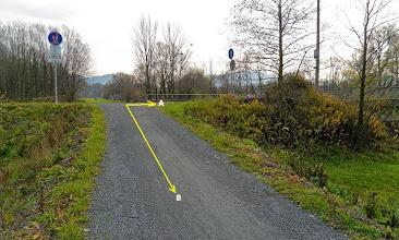 Photo: PRŽNO (FRÝDLANT NAD  OSTRAVICÍ). PŘÍJEZD K SILNICI (A) - trasa směr Frýdlant. n. Ostr., Beskydy (B) - trasa směr Pržno, Hodoňovice - centrum, F- M