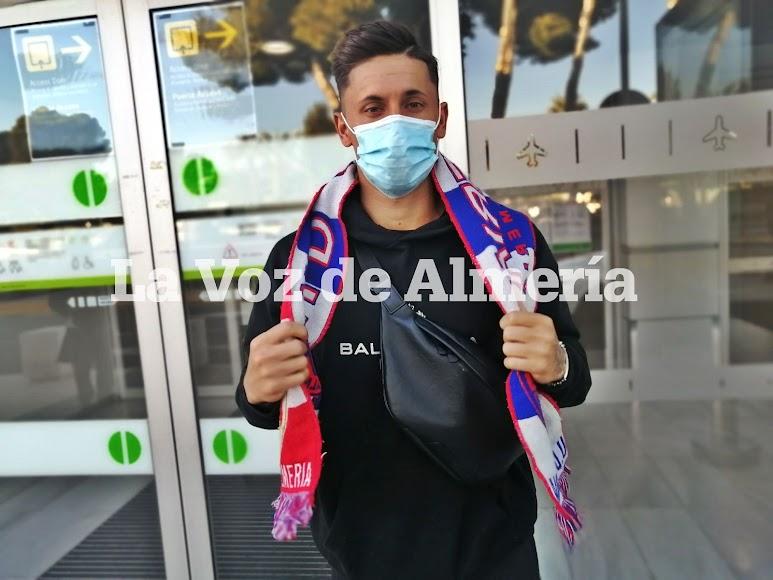 Con la bufanda del Almería.