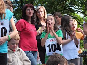 Photo: Kluci na trati, holky aplaudují