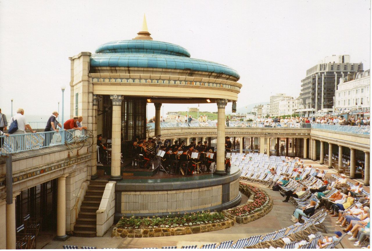 Photo: Bandstand on the sea front at Eastbourne By Sandpiper via Wikimedia Commons (public domain) https://commons.wikimedia.org/wiki/File:Eastbournebandstand.jpg  ★画像使用記事 『刑事フォイル』 http://inagara.octsky.net/keiji-foyle