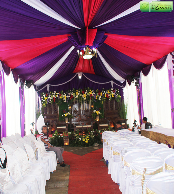 Dekorasi tenda dan pelaminan gebyok pernikahan