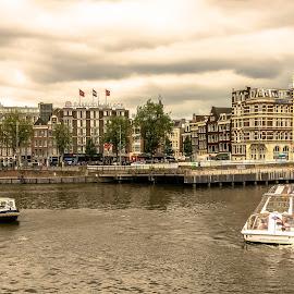 Amsterdam- buildings, waterway and boats by Hariharan Venkatakrishnan - City,  Street & Park  Vistas