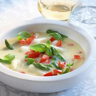 Weiße Spargel-Tomatensuppe