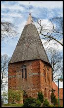 Photo: achteckiger, mit Holzschindeln bedachter Kirchturm der Dorfkirche (15 Jht.) in Börzow bei Grevesmühlen