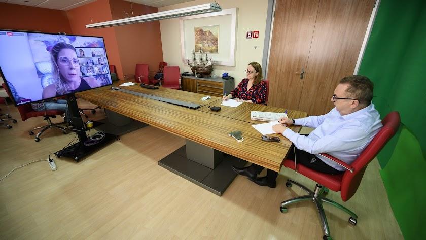 El foro contó con las intervenciones telemáticas de seis directivos, moderados por el director y la subdirectora de La Voz de Almería.