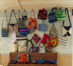 Photo: På Torget fanns också Sticknätets vandringsutställning - tema: väskor.