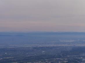 奥に南アルプスと中央右に富士山