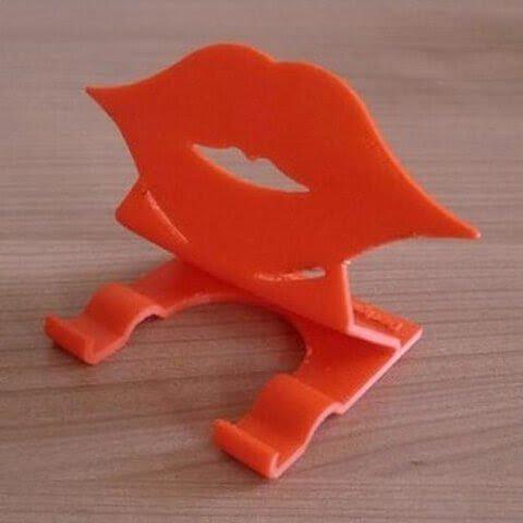 3D модель губы на подставке