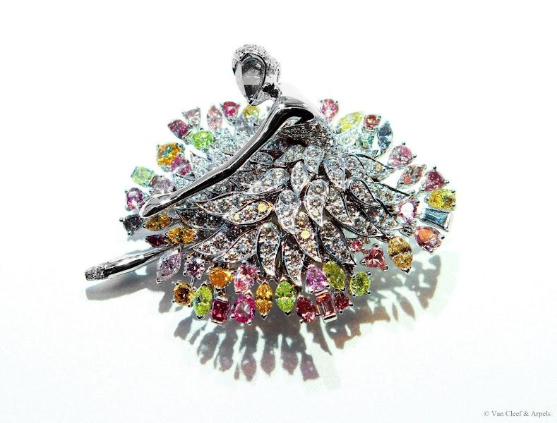 Photo: Manon ballerina clip, Ballet Précieux collection, Van Cleef & Arpels White gold, white and colored diamonds, rose-cut diamond face.