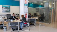 Una oficina  de atención al cliente de la red de Cajamar.