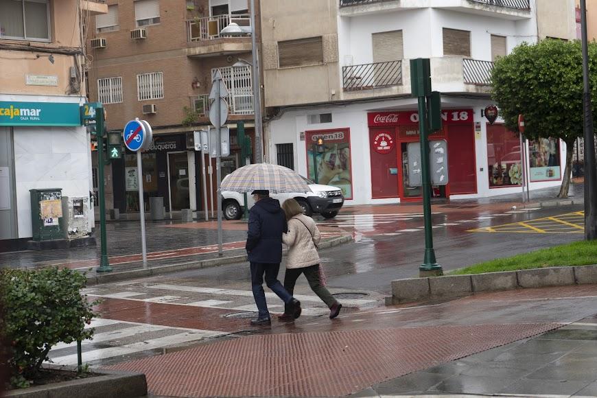 Este martes ha tocado sacar los paraguas.