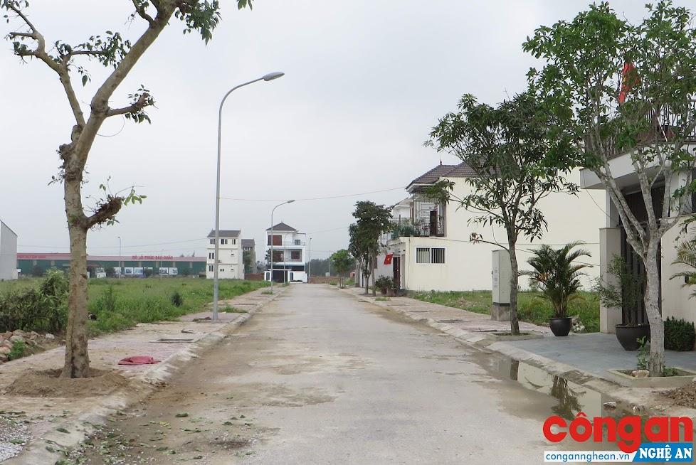 Nhà thầu chưa bàn giao dự án nhưng nhiều hộ dân đã xây dựng nhà ở kiên cố