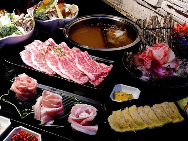 信義區特色紹興燒酒鍋~加80元就變成海陸鍋啦!!小鮮肉涮涮屋