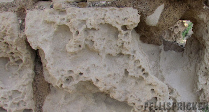 Photo: Urhuggna stenblock av kalksten