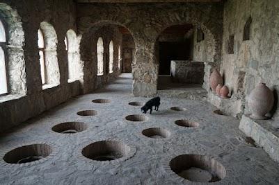 Quevri in Kloster Nekressi.