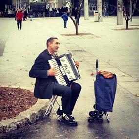 Music Man #streetphotography  #wien #austria #music #moments #city by Alex Cruceru - Instagram & Mobile Instagram