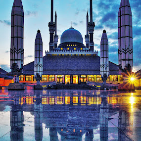 MAJT Semarang by Agung A - Buildings & Architecture Places of Worship ( bluehour, reflection, hdr, sunset, mosque, indonesia, java, bulding )