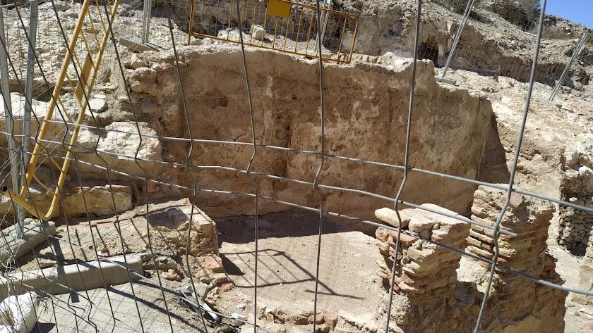 Restos de casa nazarí que se han destapado en el estudio arqueológico de Pósito.