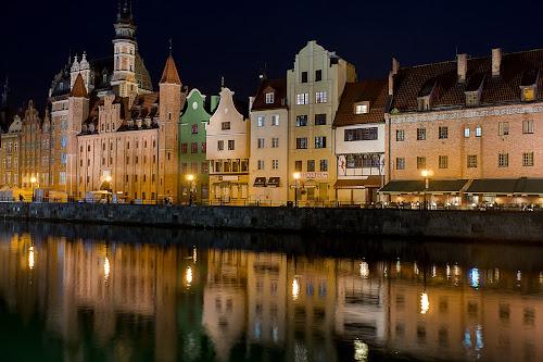 Stare Miasto by Rune Nilssen - Buildings & Architecture Public & Historical ( polen, gdansk, old town, fuji, night, x100, wistula, stare miasto )