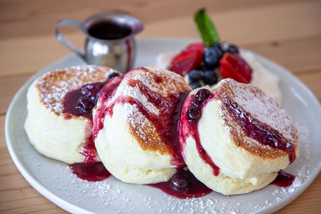 Cloud pancakes with fruit