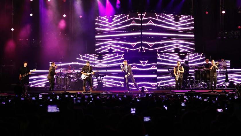 Ricky Martin enamora a 9.000 almerienses en un espectacular concierto