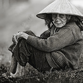 Waiting for the cow by Thomas Jeppesen - People Street & Candids ( monochrome, b&w, farmer, thomasjeppesen, black and white, woman, bw, vietnamese, subsignal, vietnam, portrait, photography )
